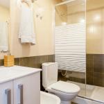 Baño con ducha de un piso de Valencia para expats