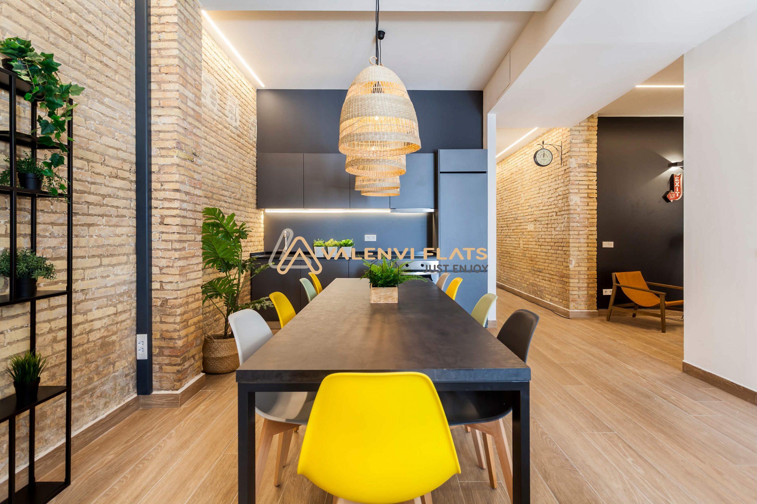 Cocina office y zonas de descanso del Coliving en Benimaclet